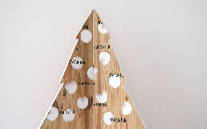 Árbol de Navidad de madera esquinero para pisos pequeños