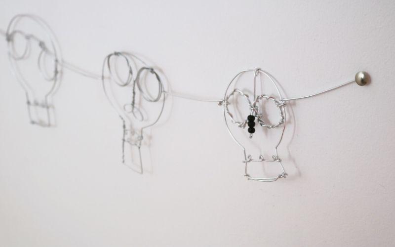Guirnalda de calaveras con alambre