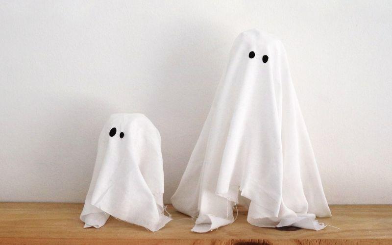 Fantasmas flotantes con escayola