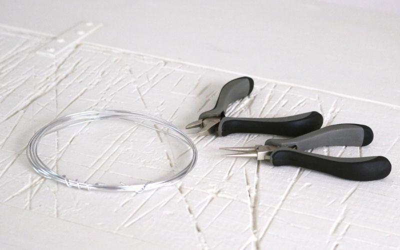 Herramientas y materiales para las calaveras