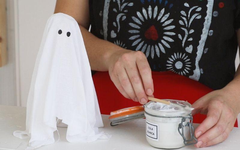 Aplica cola blanca en el fantasma