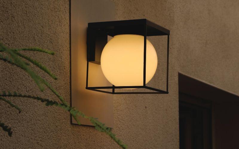 Aplique exterior LED encendido