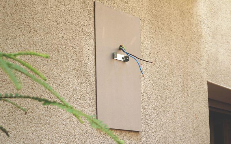 Coloca una placa para sanar el lugar donde coloques el aplique exterior