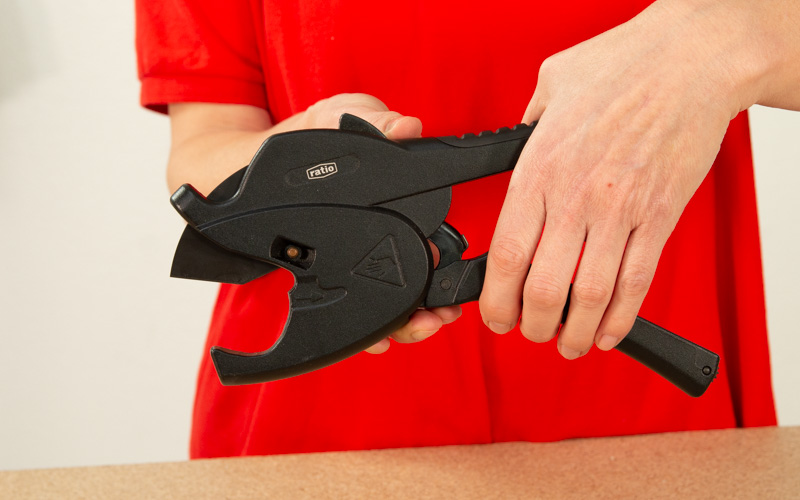 Cortar tubos con cortatubos especial