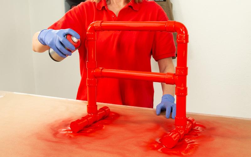 Pinta con spray el soporte para destornilladores