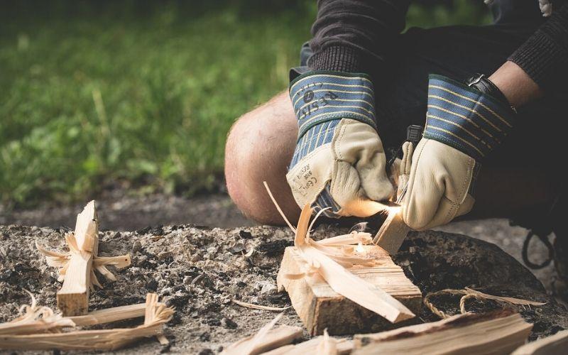 Enciende la primera llama de la chimenea