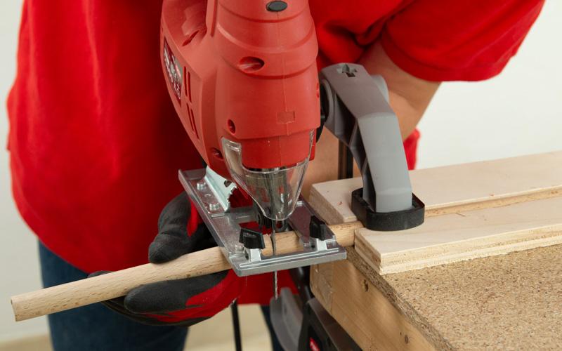 Corta los listones de madera circulares