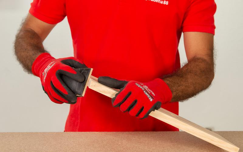 Lija bien la madera que has cortado