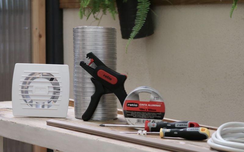 Herramientas para instalar un extractor de baño