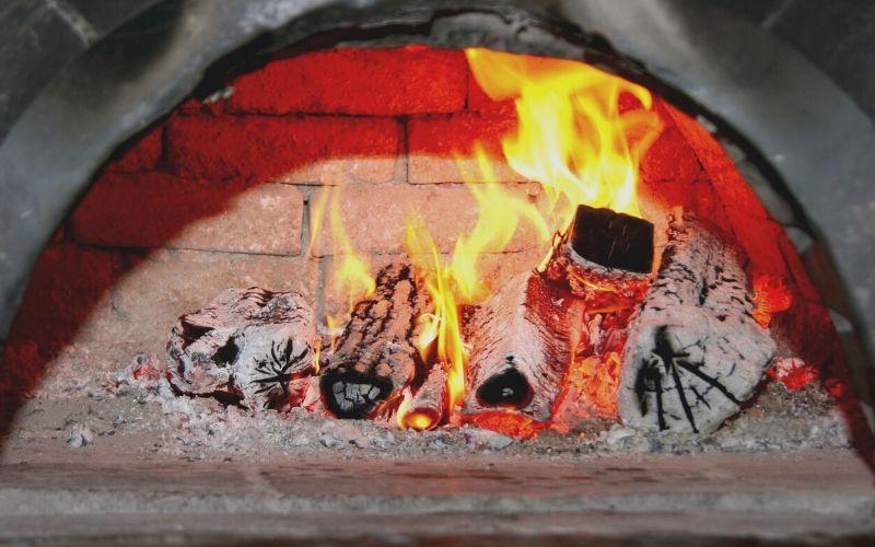 Enciende la chimenea para calentar el hollín