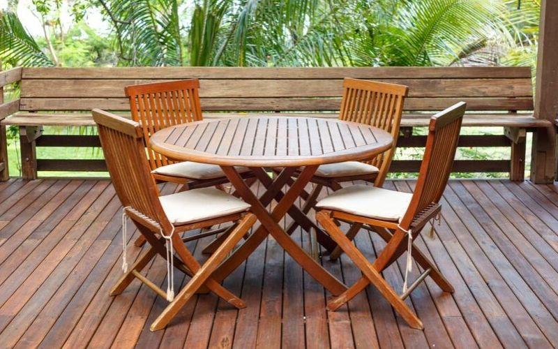 Protección de muebles de madera en exterior