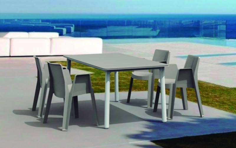 Los muebles de plástico y resina, los mejores para exterior