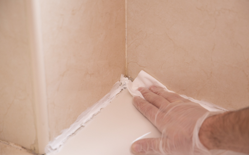 Seca bien la superficie con un papel de cocina