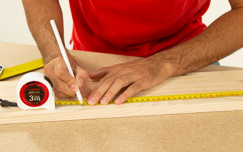 Marca las medidas para cortar la madera