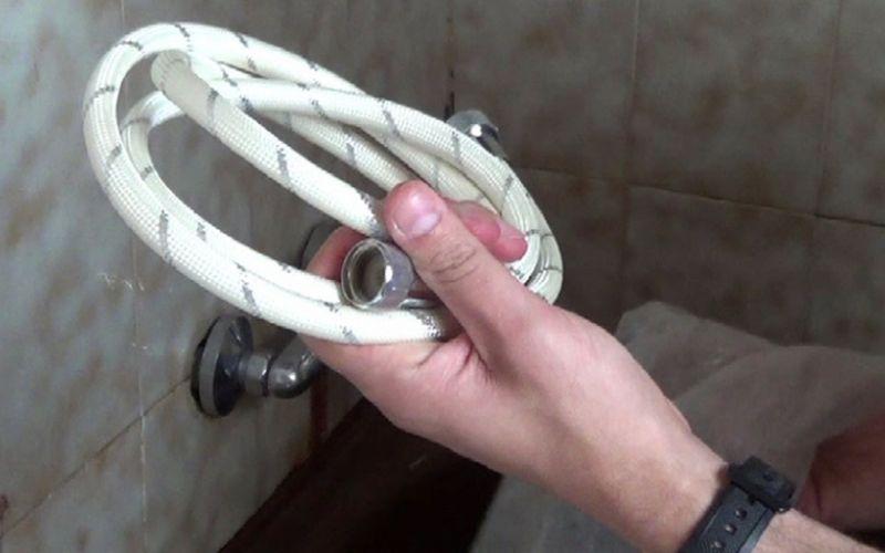 Escoge una manguera de ducha que encaje en tu baño