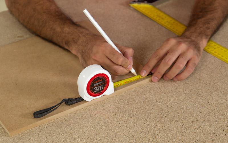 Traslada las medidas del cajón a la madera