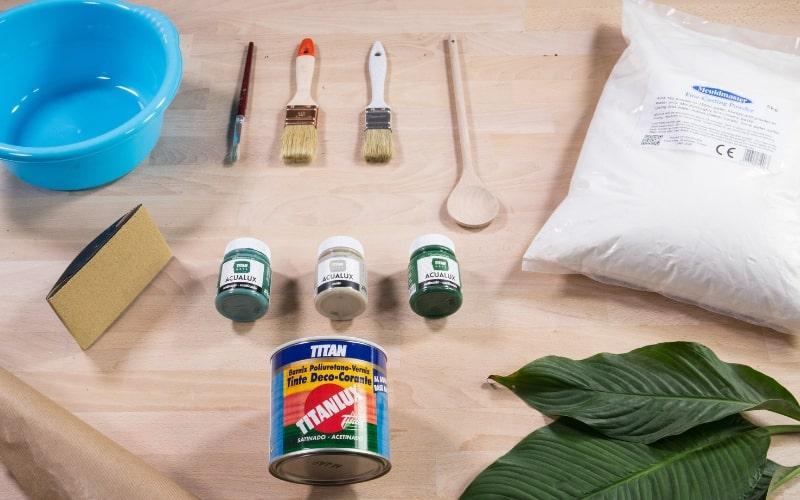 Herramientas para hacer platos con yeso en forma de hoja