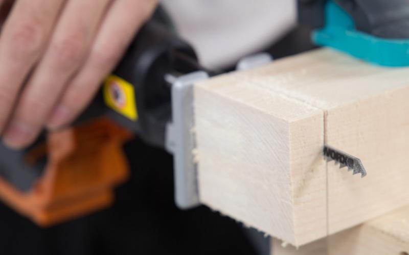 Utiliza la sierra de calar para cortar la madera