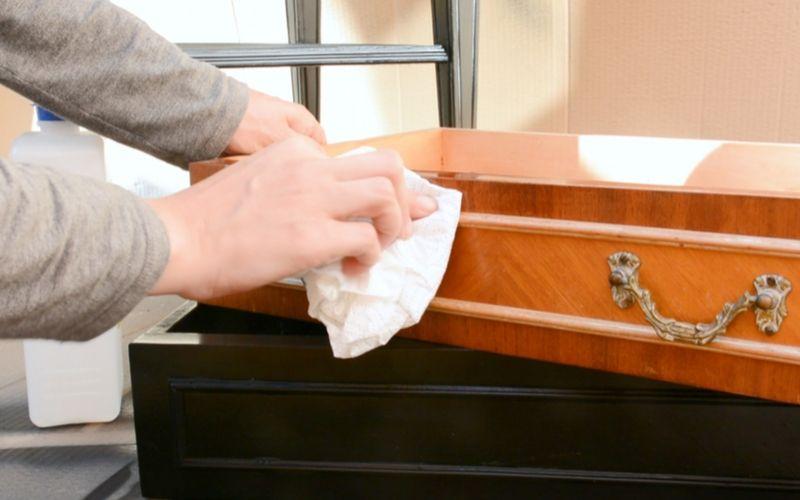 Limpia bien el mueble antes de pintar
