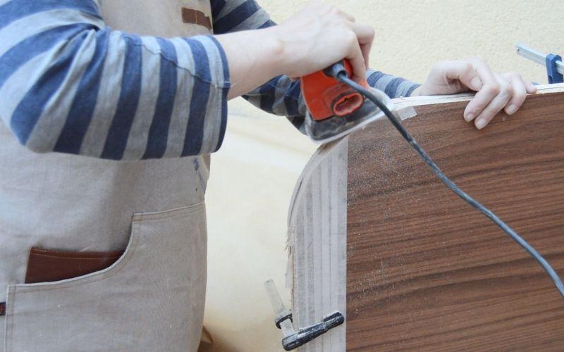 Lija los cantos de las maderas