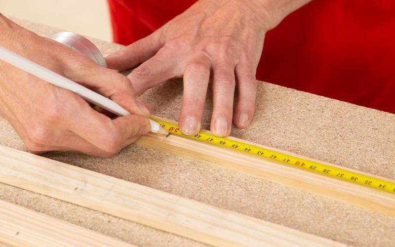 Mide los listones de madera