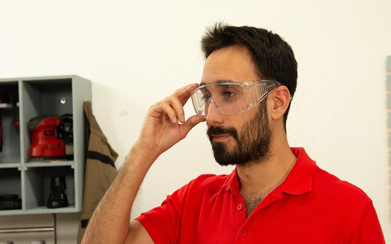 Las gafas deben cubrirte bien para trabajar
