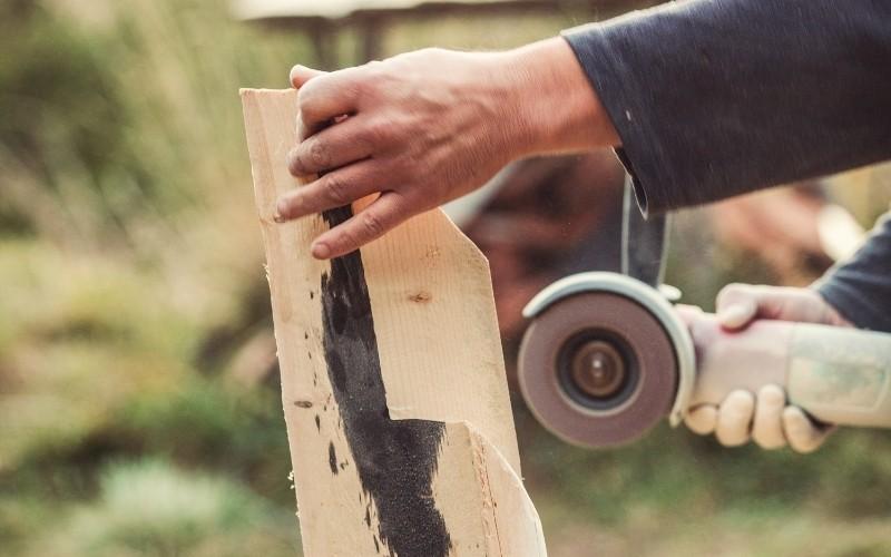 Labores de cortado con la amoladora