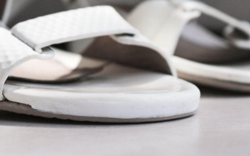 Repara zapatillas con masilla Kintsuglue