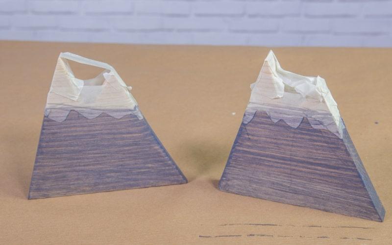 Deja secar las piezas del sujetalibros casero