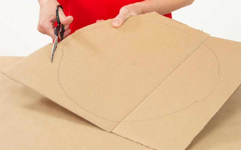 Crea la base de cartón para el molde del taburete