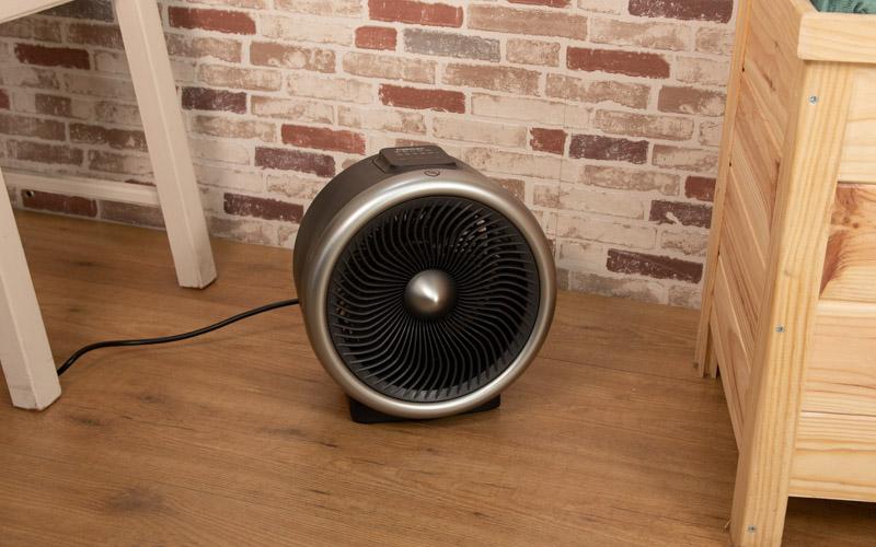 Calefactor compacto situado en el suelo