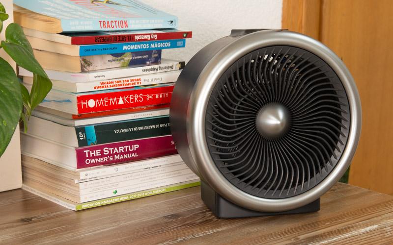 Calefactor / ventilador sobre la mesa