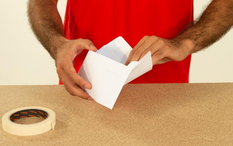 Utiliza un sobre para evitar ensuciar