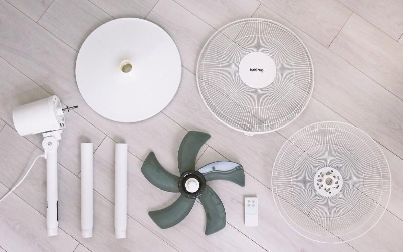 Piezas para el montaje del ventilador de pie