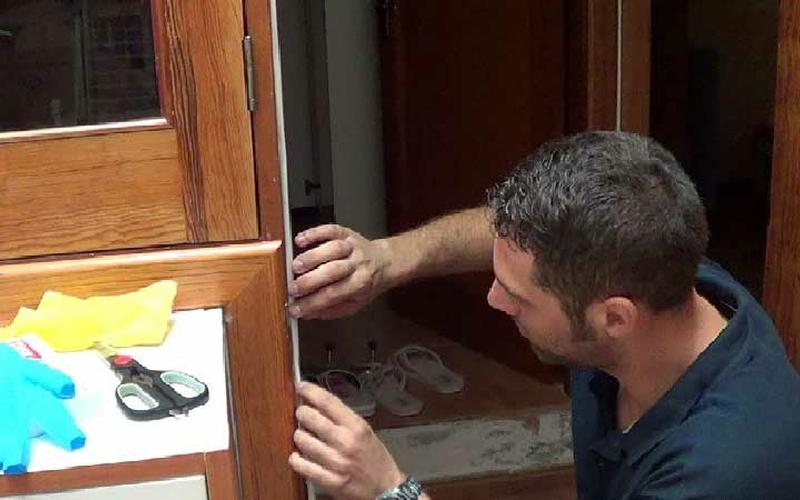Cómo aislar puertas para ahorrar energía 3