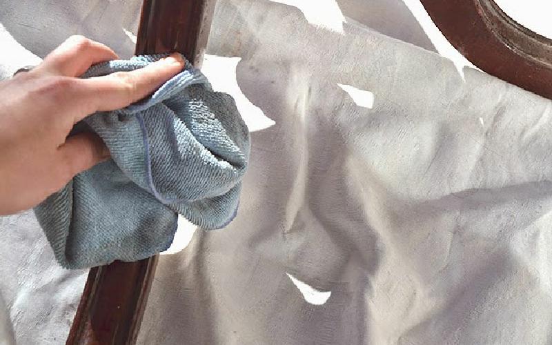 Cómo restaurar un mueble antiguo de comedor 1