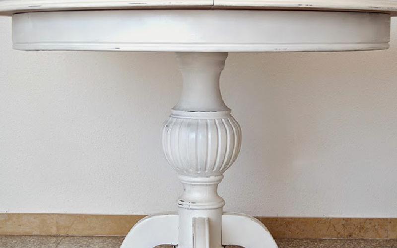 Cómo restaurar un mueble antiguo de comedor 3
