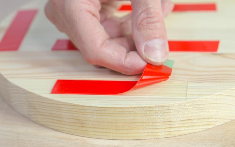 Cómo hacer un espejo de pared con un cinturón paso 6