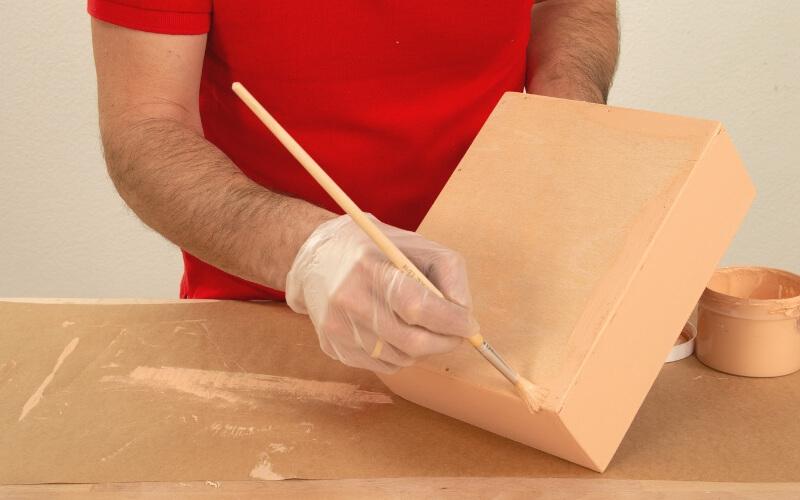 Pintar con pintura a la tiza la caja de infusiones