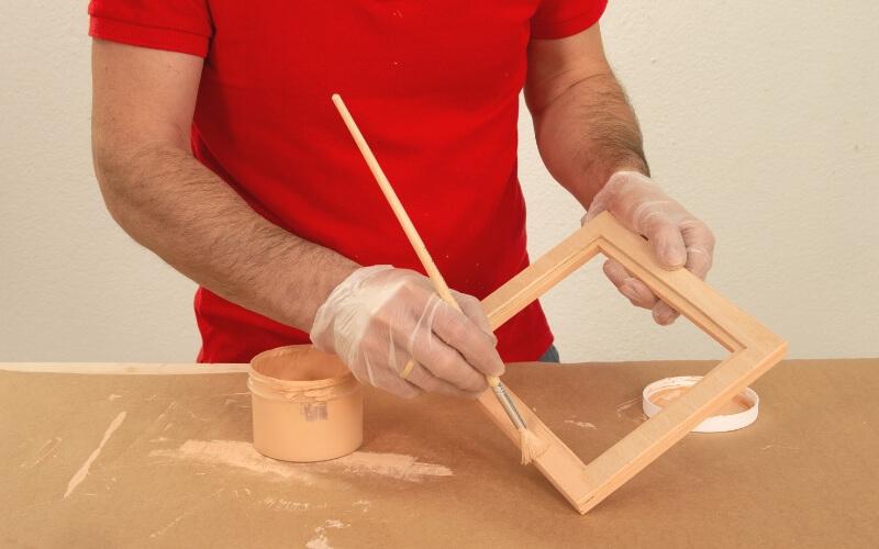 Pintar tapa de la caja de madera de tés